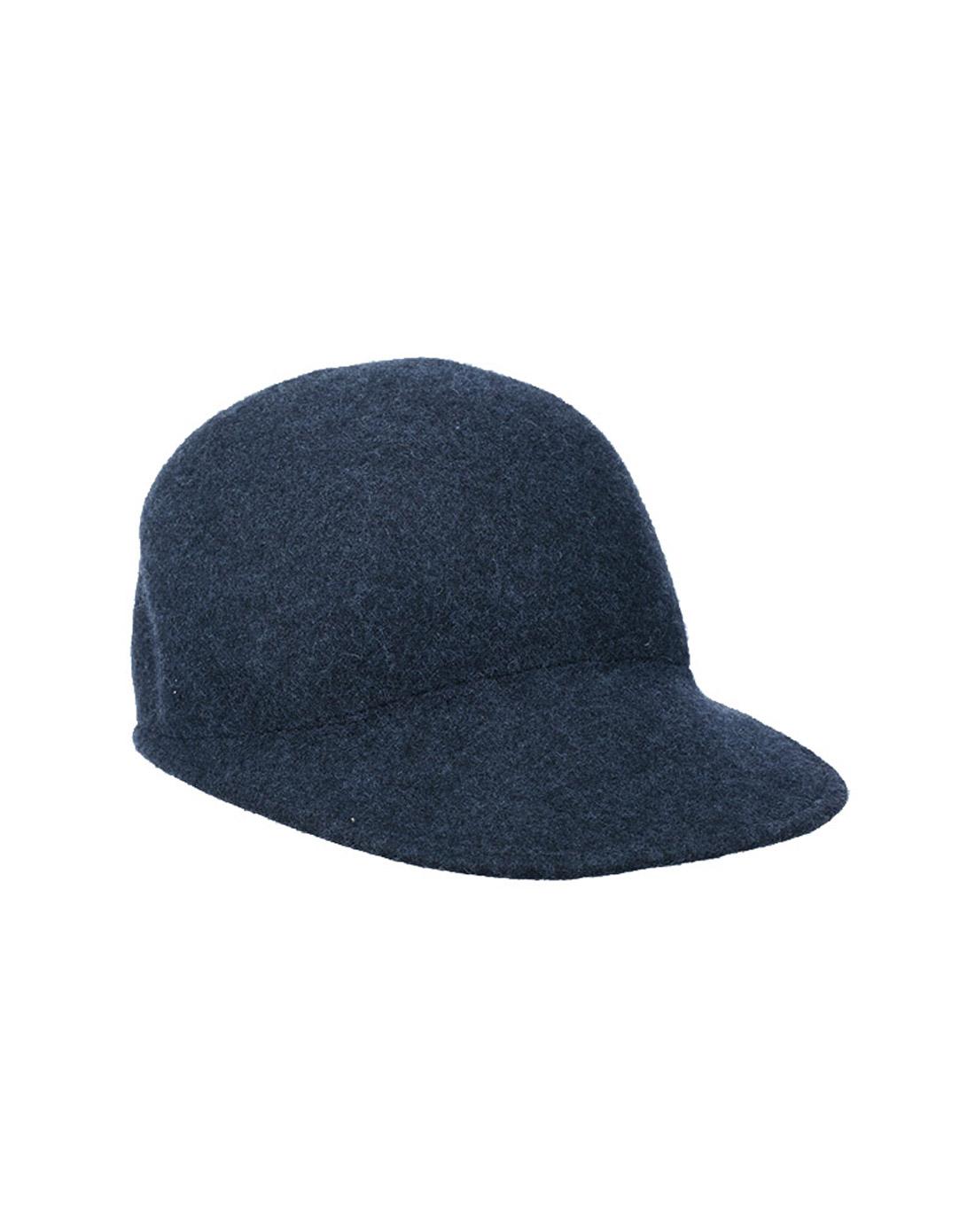 简洁单色搭配优雅英伦帽型