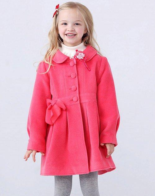 场女童桃红色长大衣