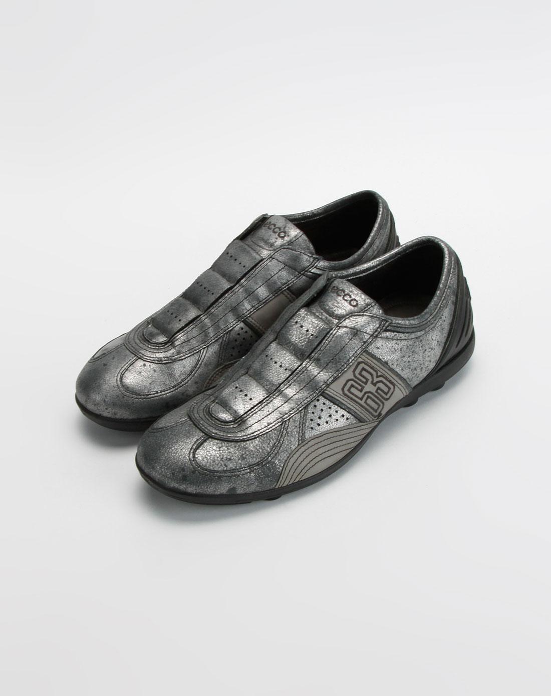 爱步ecco男款银/黑色绣数字休闲鞋
