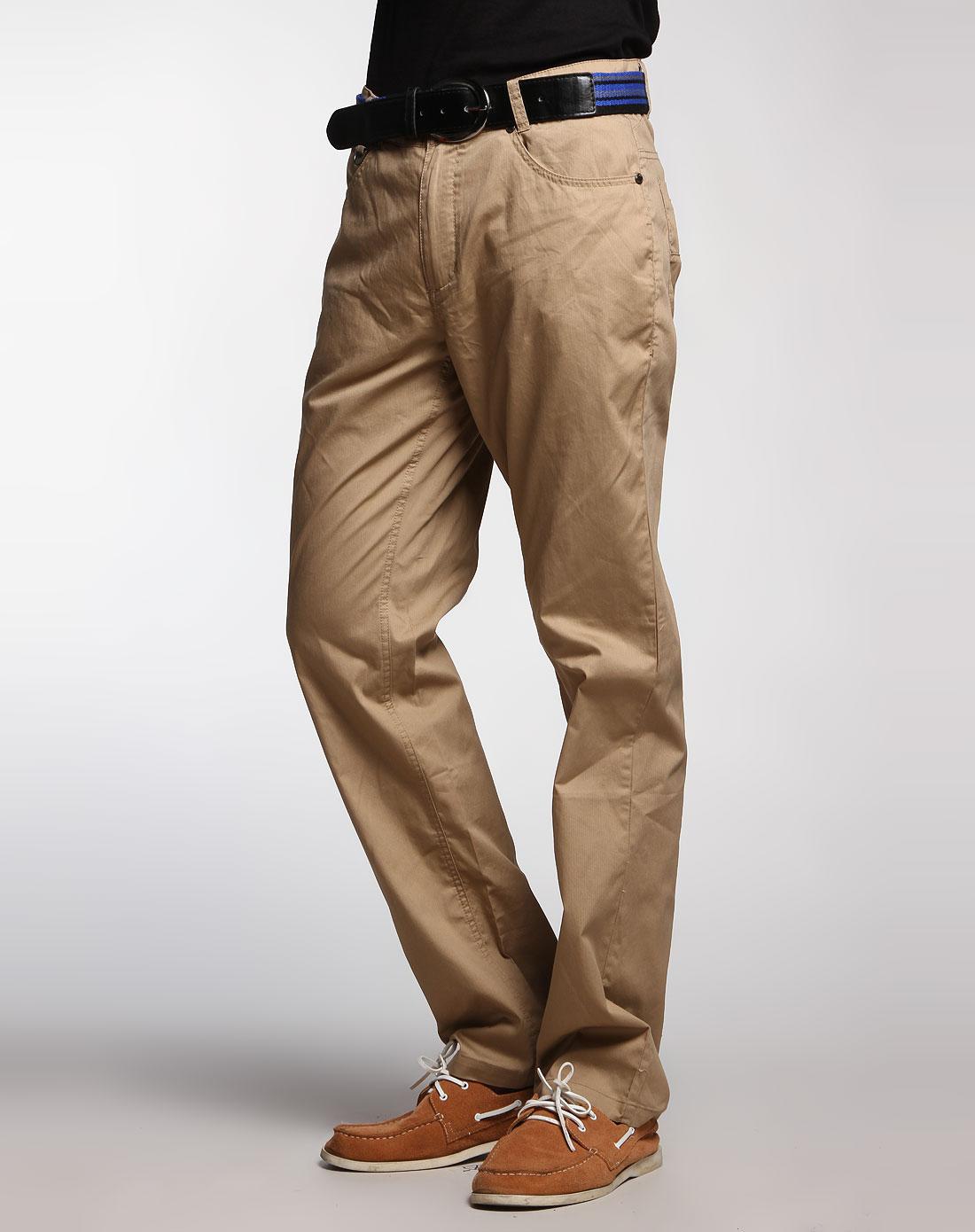 棕色裤子配鞋子图
