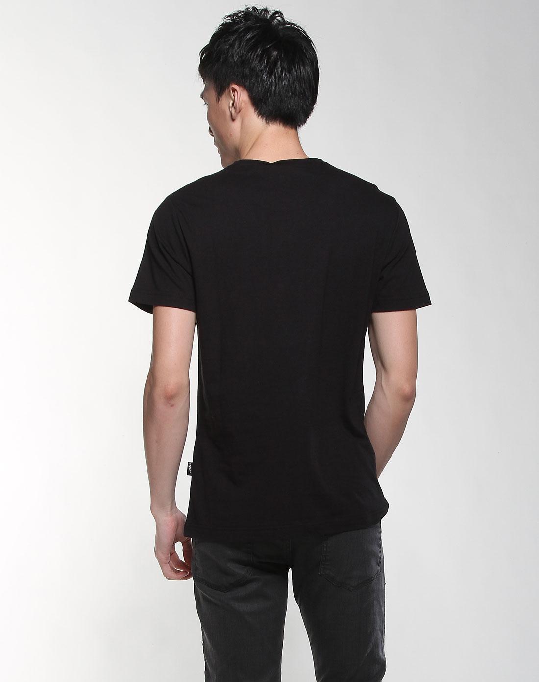 黑色时尚印图短袖t恤