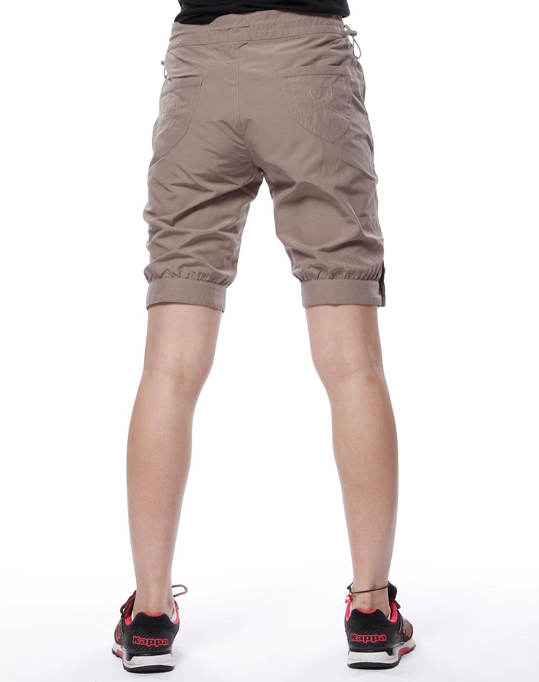 女款深卡其色休闲短裤