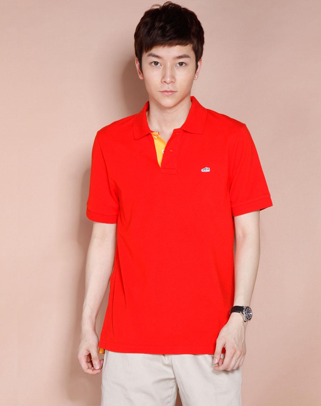 大红色t恤搭配图片