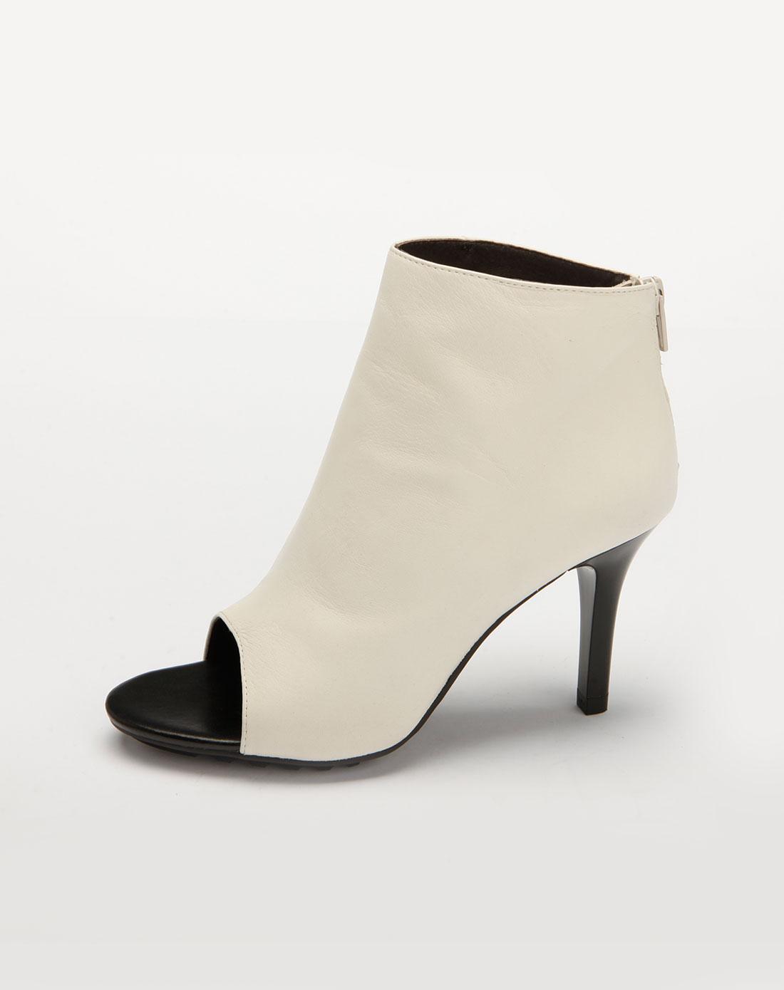 白色时尚高跟皮凉鞋504