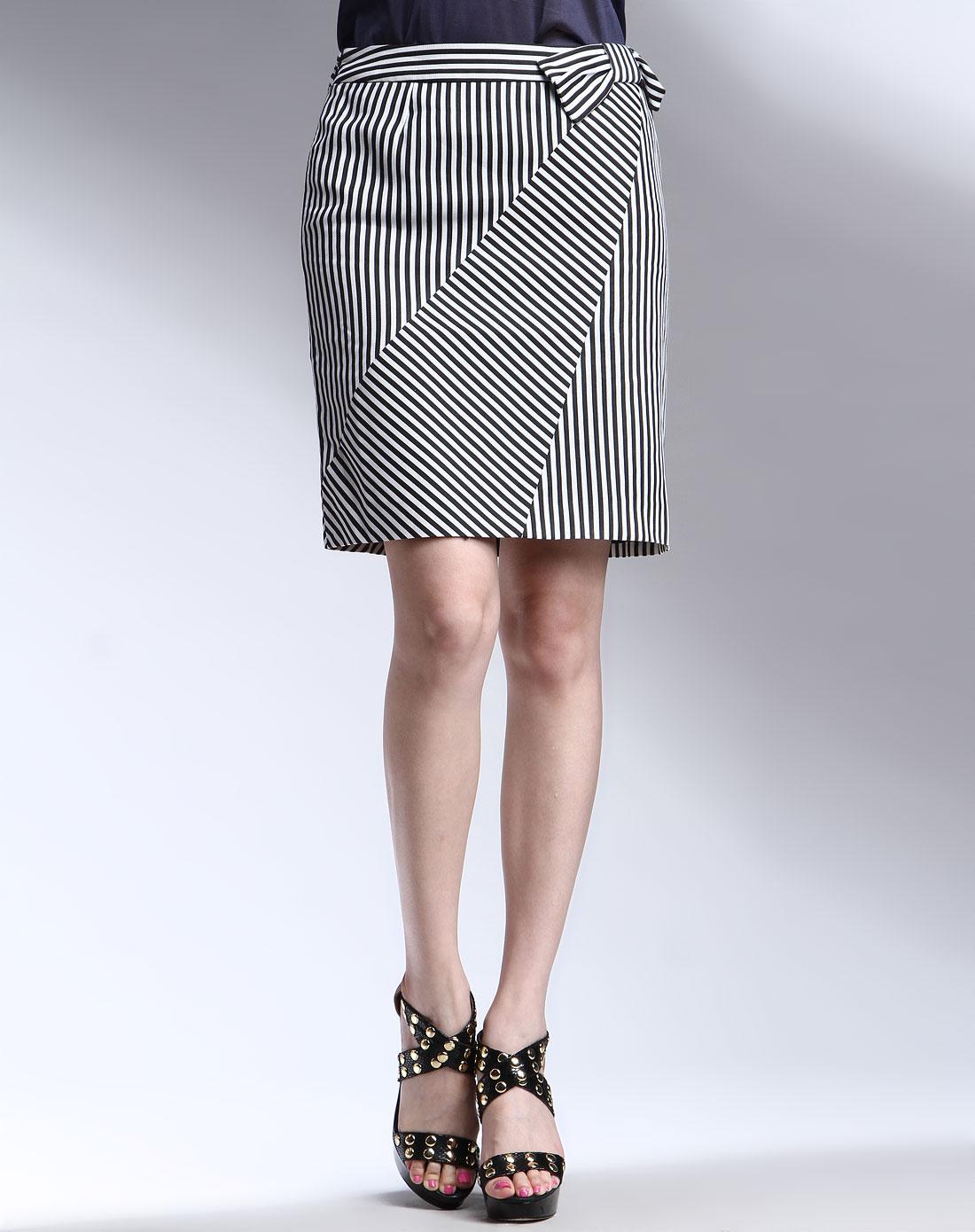 黑白色条纹时尚短裙