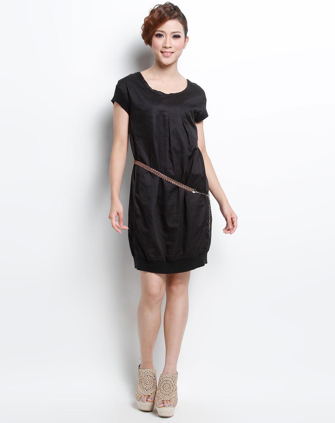 黑色时尚圆领短袖连衣裙图片