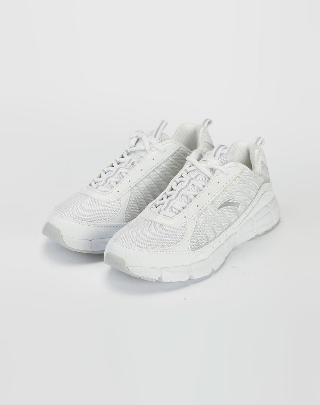 女款白色网面个性运动鞋