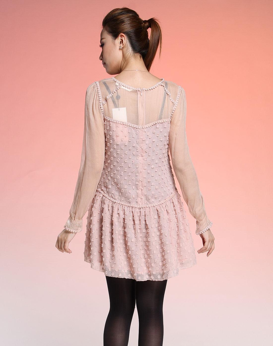 粉红色可爱贴毛绒长袖连衣裙
