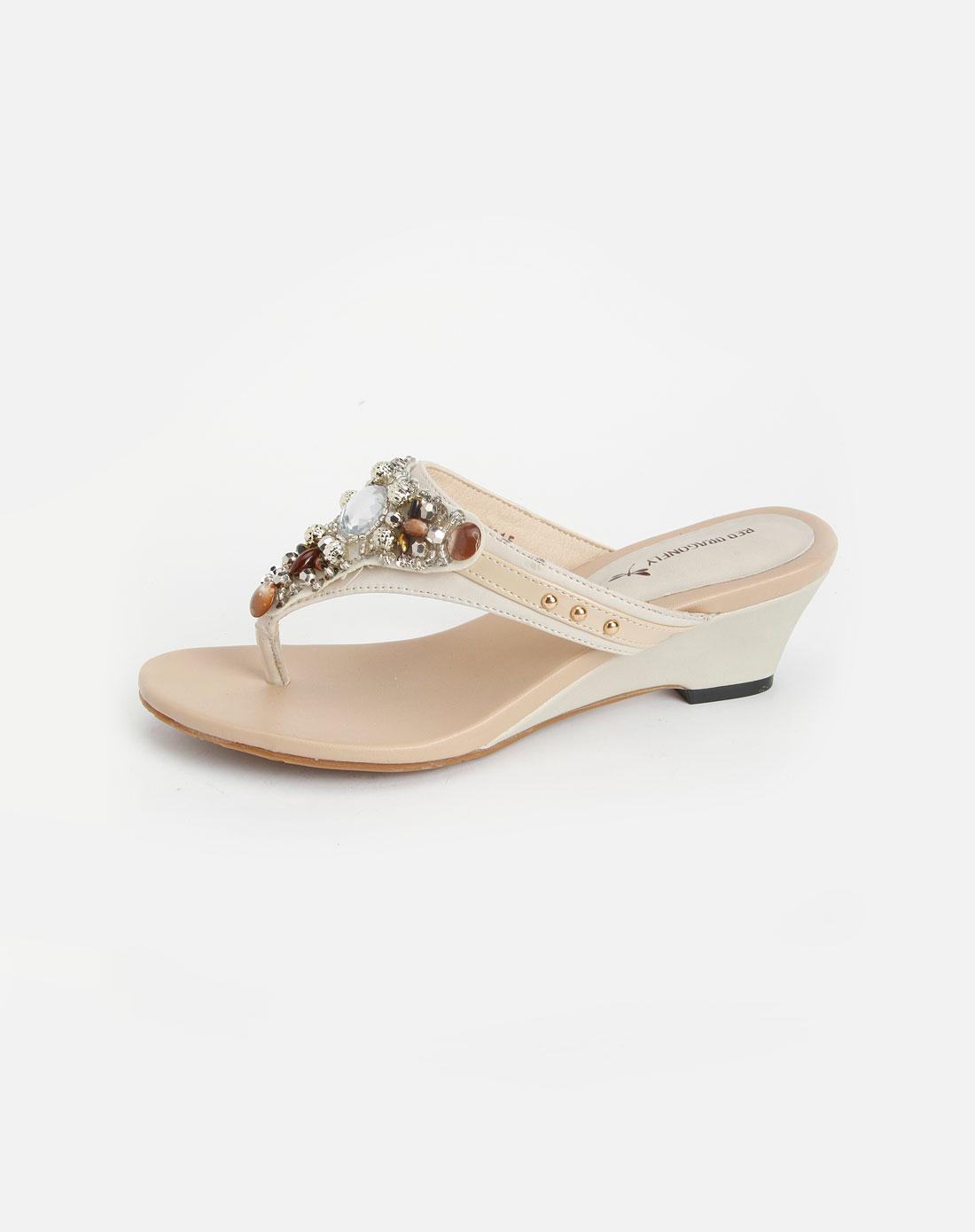 米白色民族风镶珠凉鞋