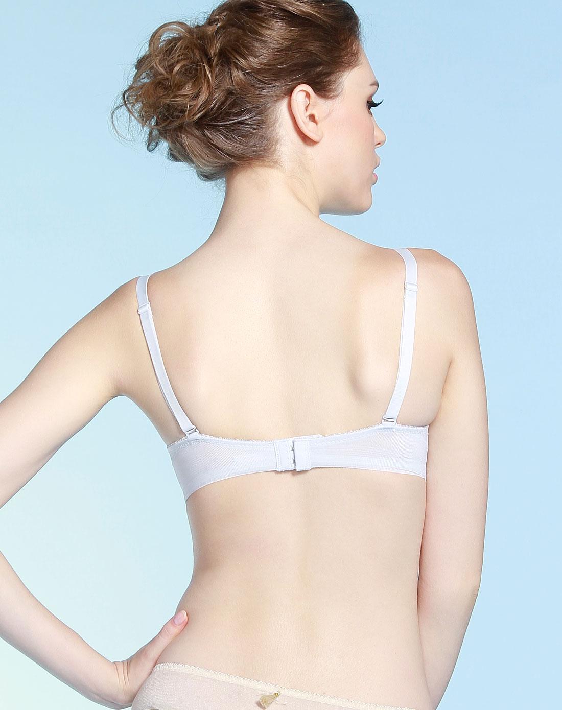最大的胸罩是几罩杯《《无胸罩的g罩杯美女《《e罩杯