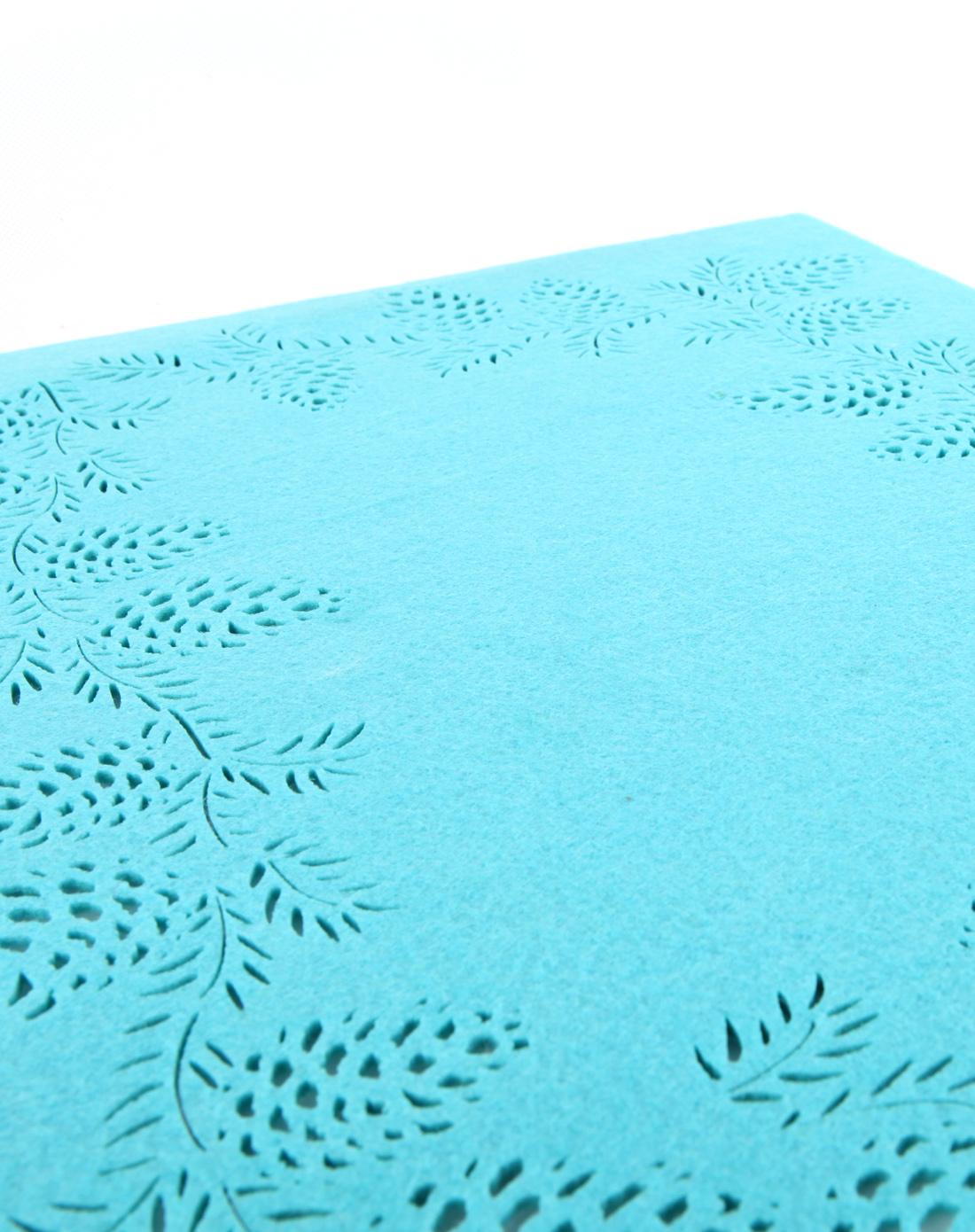 > 镂空松果长方形隔热毛毡餐垫-湖蓝色