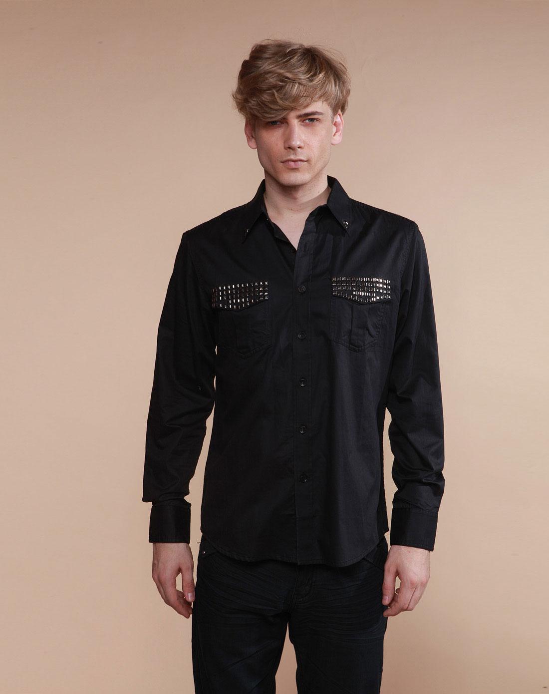 黑色长袖衬衫