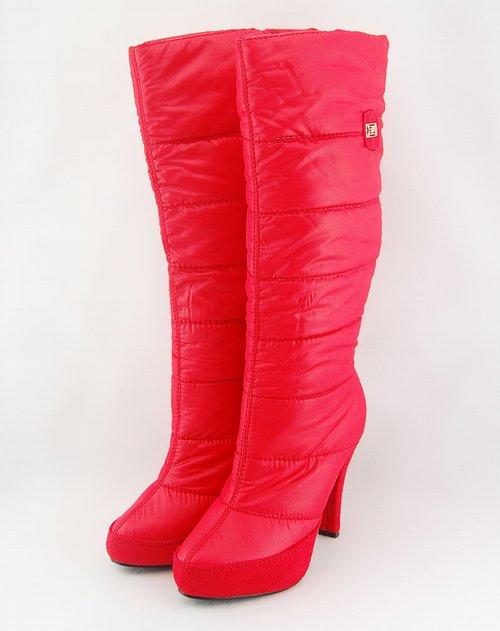 女款红色冬靴
