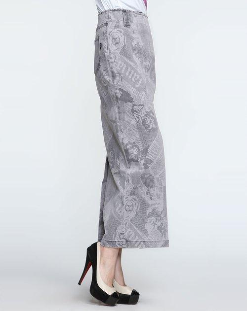灰色裙子配上衣图片||《div