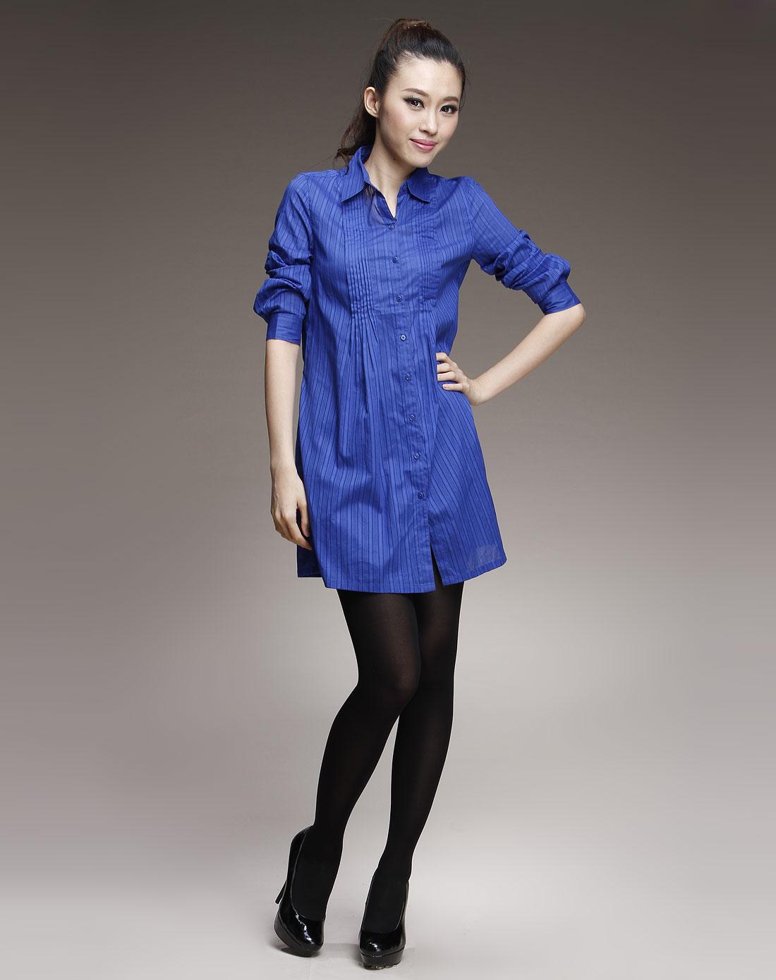 深蓝色时尚针织长袖衬衫